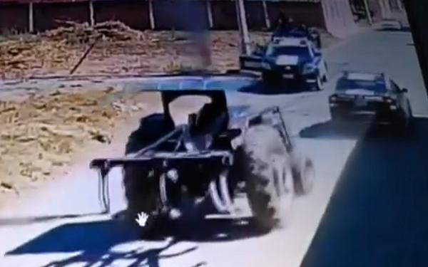 Policías balean a conductor de tractor en Coronango