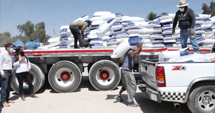 Entregan paquetes tecnológicos a productores de Tepeaca