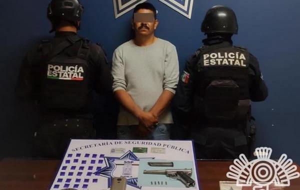 Detienen a presunto vendedor de droga en Amozoc