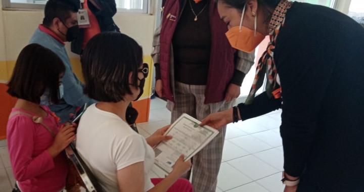 Entrega SEDIF actas de nacimiento en Braille