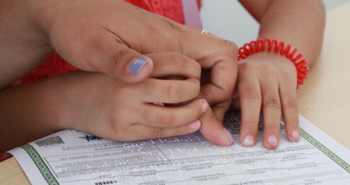 Registro Civil del SEDIF entrega actas de nacimiento en Braille