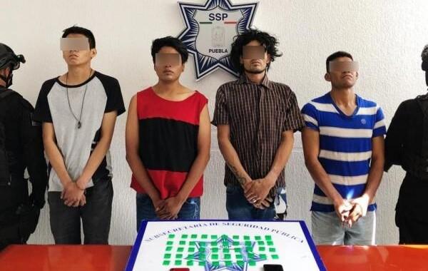 Detienen a cuatro presuntos narcomenudistas en San Lorenzo Almecatla