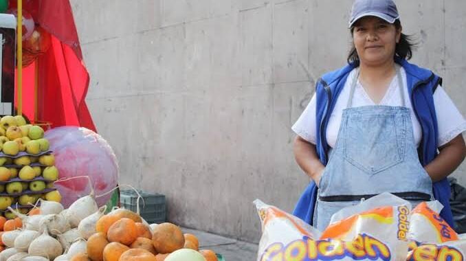 El 74% de las mujeres en Puebla trabaja en el sector informal
