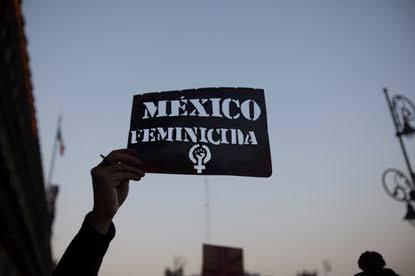 Mujeres protestan en las calles de Puebla