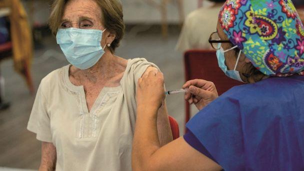 Conoce la convocatoria para vacunación contra Covid-19 de adultos mayores en Puebla