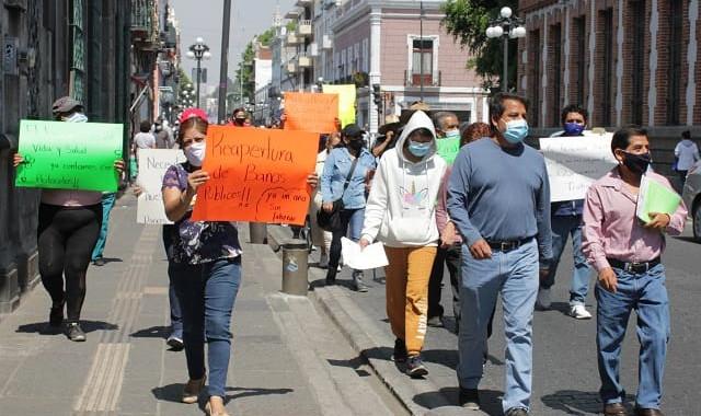 Dueños y trabajadores de baños públicos bloquean la Diagonal y 11 Norte