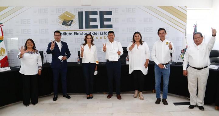 Eduardo Rivera se registra ante el IEE como candidato a la alcaldía
