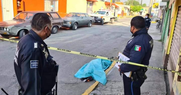 Adulto mayor fallece mientras caminaba por la vialidad en Santiago Momoxpan