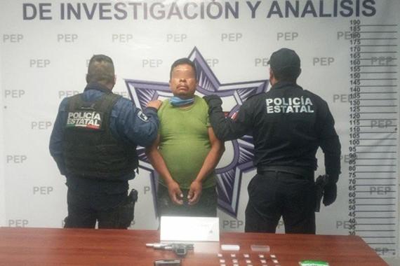 Detienen a hombre en posesión ilegal de arma de fuego