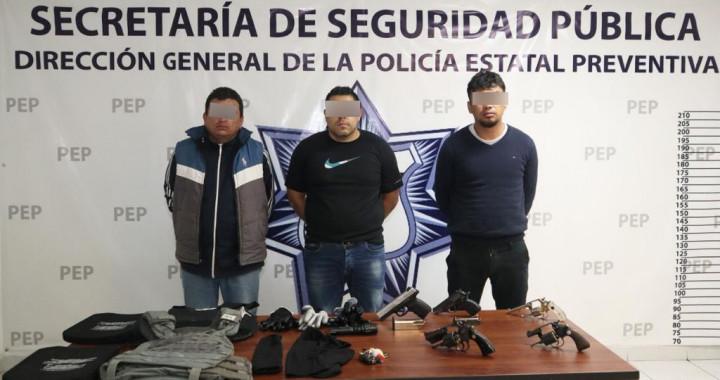 Detienen a tres personas por portación de arma de fuego