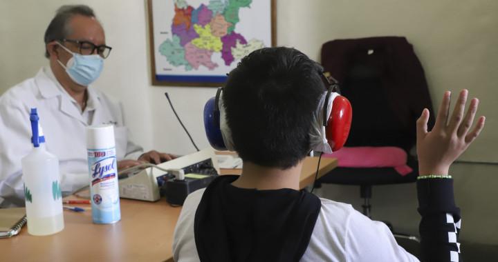 Entrega SEDIF 190 auxiliares auditivos en Puebla