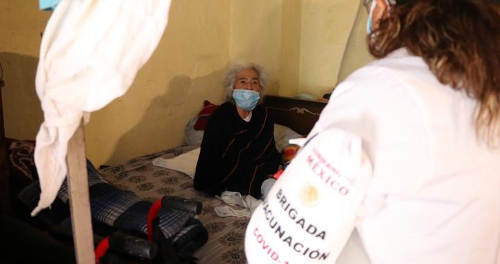 En Puebla, se han vacunado 87 adultos mayores contra Covid-19 en su domicilio