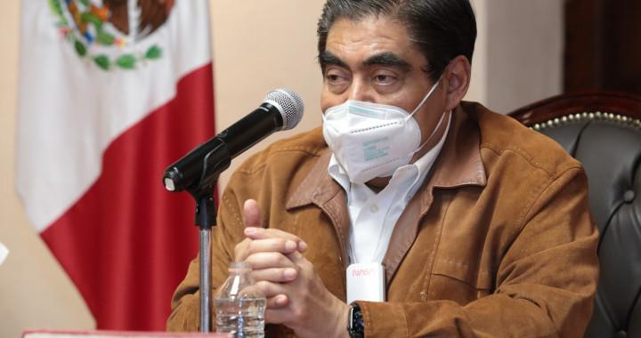 Se vacunará a todo el personal médico de Puebla: Barbosa