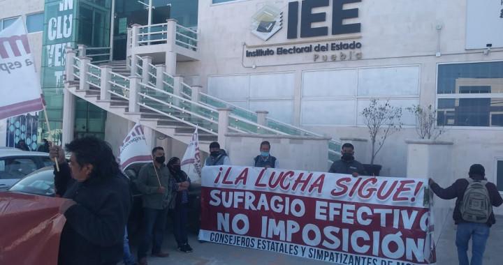 Consejeros de Morena impiden registro de candidatos; toman oficinas del IEE