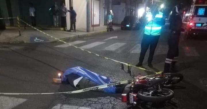 Muere motociclista tras chocar con una unidad de transporte público en San Pedro Cholula
