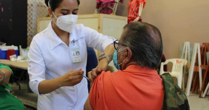 Advierten sobre información falsa relacionada a la vacuna contra Covid‑19