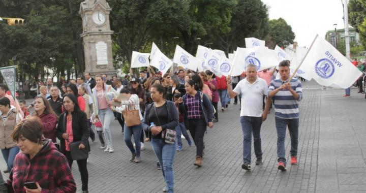 Cientos de personas marchan en Puebla por el Día del Trabajo