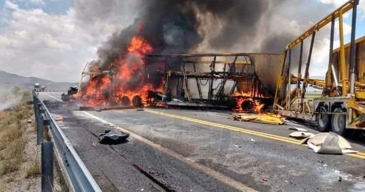 Provoca 3 muertos choque entre camioneta y vehículo de carga en la carretera Amozoc-Perote
