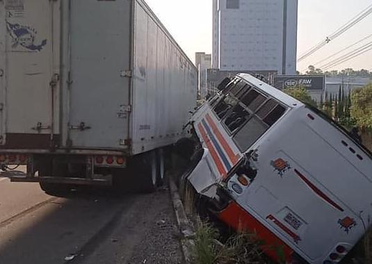 Al menos 20 lesionados tras accidente vial en la autopista México-Puebla