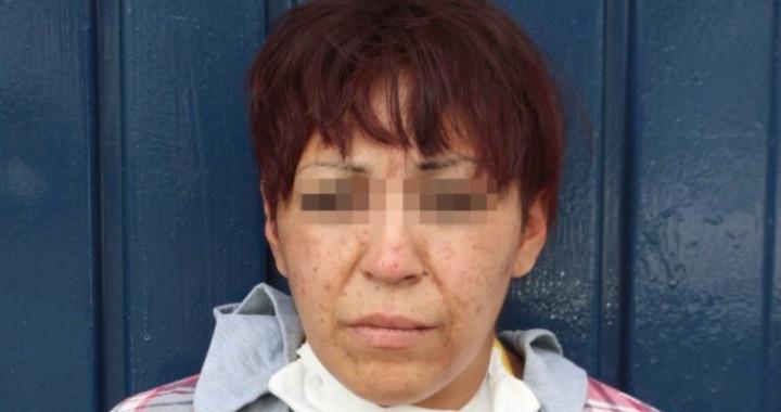 Atrapan a mujer que robo celular de 17 mil pesos en El Carmen Gastronómico de Puebla
