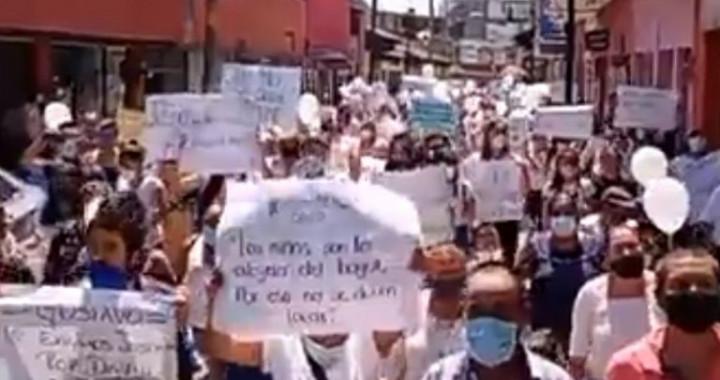 Marchan decenas de personas por asesinato de niño en Huauchinango