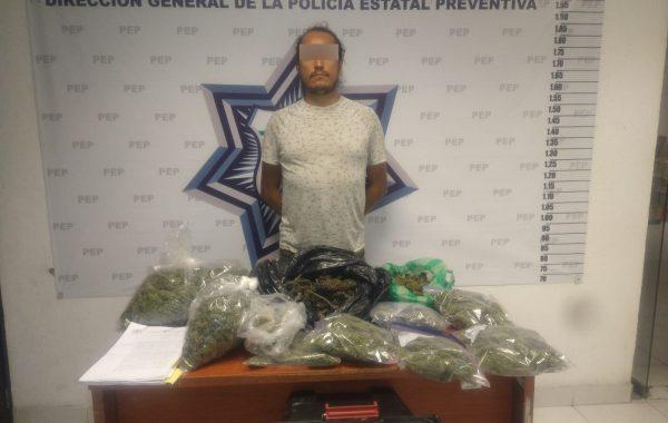 Detienen a un hombre por presunta posesión de marihuana