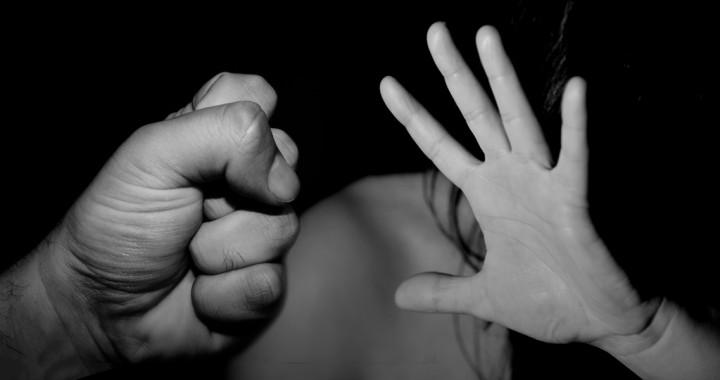 Joven es agredida por su expareja sentimental en un motel