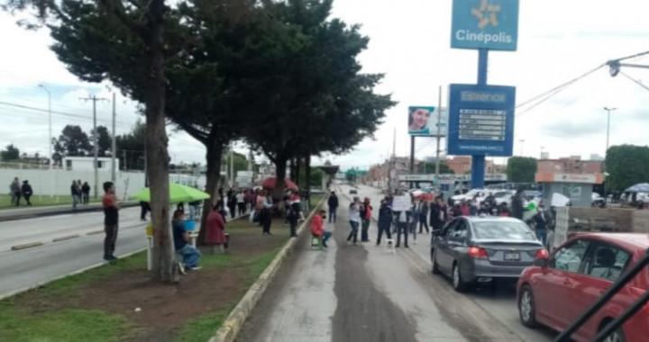 Bloquean la 11 sur frente al Centro de Justicia; exigen liberación de reos detenidos