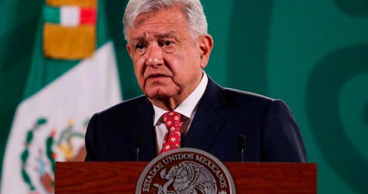 """""""Yo no soy Díaz Ordaz"""", afirma López Obrador ante protestas de normalistas"""