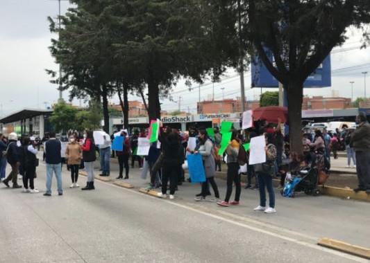 """Protestan familiares y amigos de detenidos por fuga de """"El Pirulí"""""""