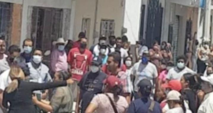 Irrumpen sujetos en Consejo Electoral de Chietla y roban paquetes electorales