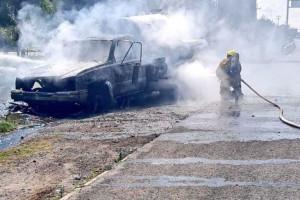 En llamas pipa con gas L.P. sobre la autopista México-Puebla