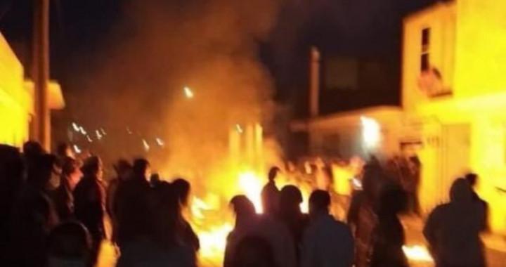 Protestan en Acatzingo y queman urnas y boletas