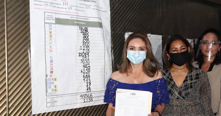 Angon Silva recibe su constancia de mayoría como alcaldesa en San Pedro Cholula