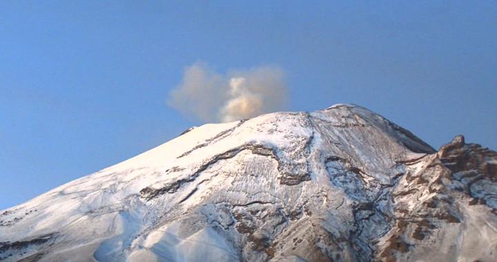 Reporta Popocatépetl 80 exhalaciones y 96 minutos de tremor