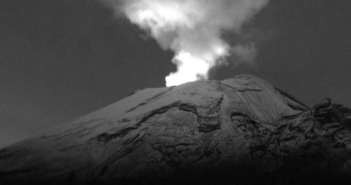Reporta Popocatépetl incandescencia en el cráter