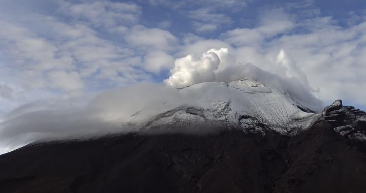 Reporta Popocatépetl 46 exhalaciones con gases volcánicos