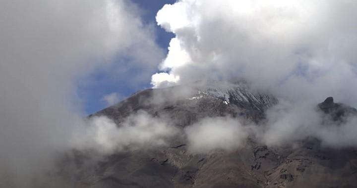 Registra Popocatépetl 59 exhalaciones y densa nubosidad
