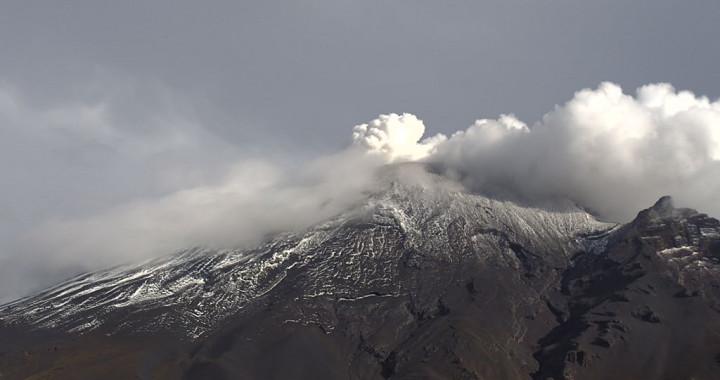 Registra Popocatépetl 29 exhalaciones y 72 minutos de tremor
