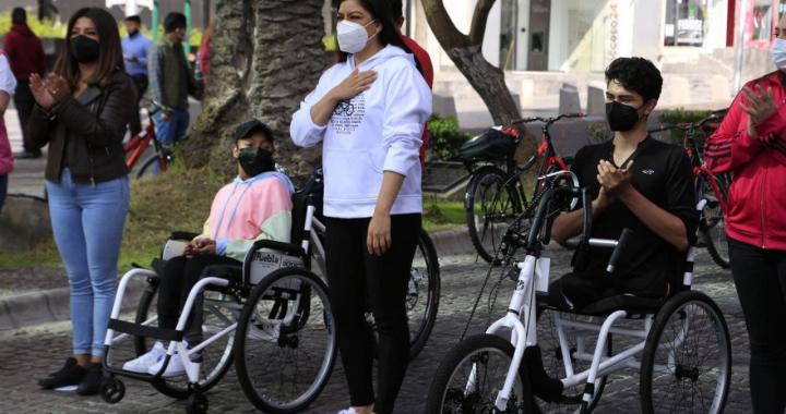 Ayuntamiento de Puebla entrega vehículos no motorizados e incluyentes para Vía Recreativa