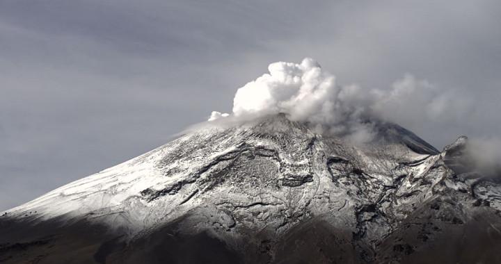 82 exhalaciones y explosión de 900 m, reporta Popocatépetl