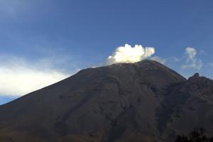 Reporta Popocatépetl 32 exhalaciones