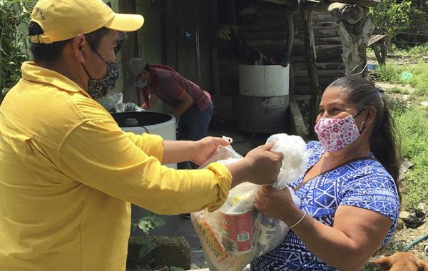 SEDIF entrega con apoyos a damnificados de Venustiano Carranza