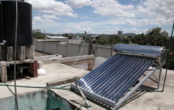 Bienestar entrega 200 calentadores solares en Tlachichuca