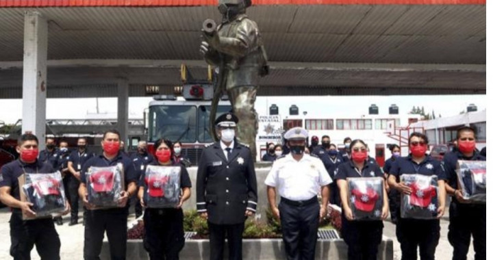 SSP entrega uniformes a policías y bomberos