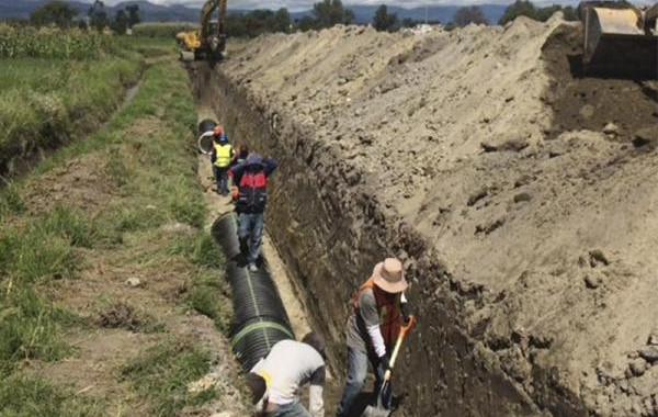 CEASPUE entuba aguas negras para sanear el río Atoyac