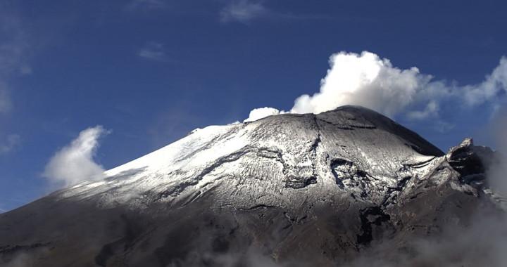 Reporta Popocatépetl 31 exhalaciones y 604 minutos de tremor