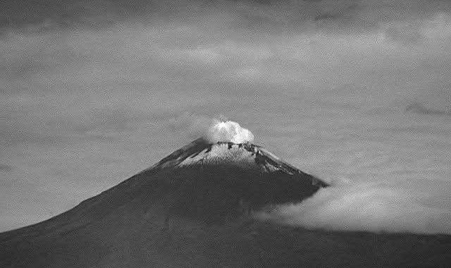 Reporta Popocatépetl 46 exhalaciones y 68 minutos de tremor