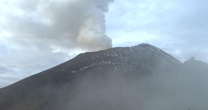 Reporta Popocatépetl 19 exhalaciones y 32 minutos de tremor
