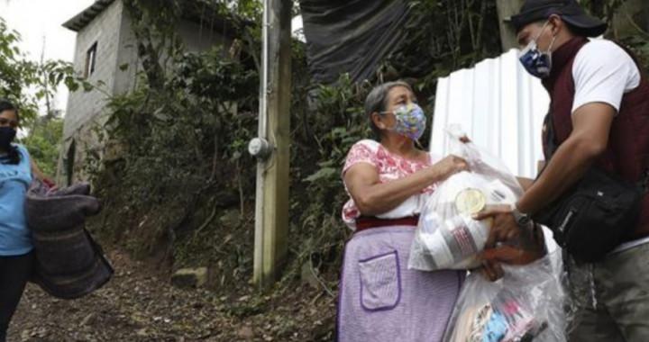 Entrega SEDIF apoyos por huracán Grace en Tlacuilotepec